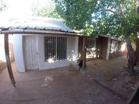 Alquilo propiedad con vivienda y galpón, en Rincón de los Sauces.