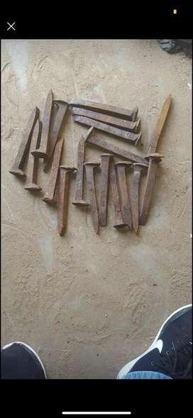 Clavos ferreos para decoración