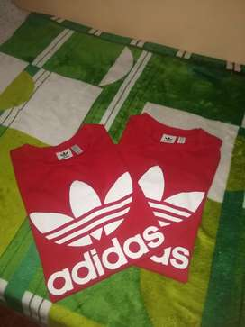 Remera Adidas originals rojo logo