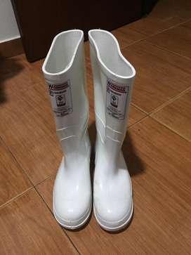 Vendo botas blanca nuevas talla 39
