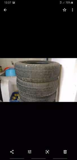 Vendo ruedas semi nuevas marca pirñelli 5 medidas 205, 60,16,5 medida 205,65,16 permuto por algo de mi interés