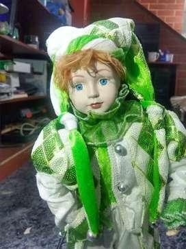 Arlequín navideño musical con cara y manos de porcelana