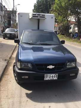 Luv 2.5 diésel 2006 furgón en fibra 100 % con termoking.