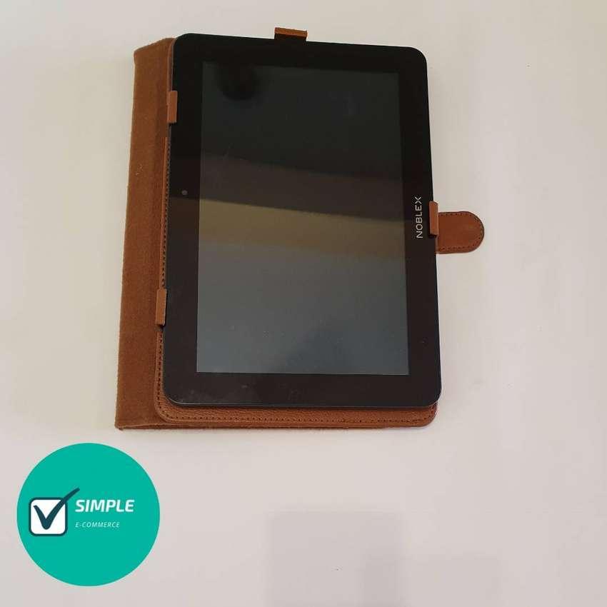 Tablet Noblex con estuche 0