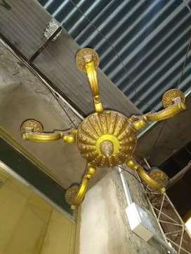 Araña de bronce antigua para cinco luces