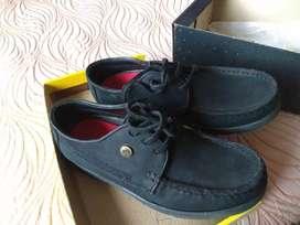Zapatos con un solo uso.