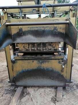 maquina prensadora de bloque  en buen estado semi nueva  negociable