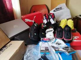 Zapatillas, ropa, reloj, mochilas