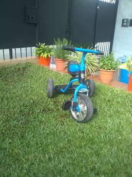 En Alto Alberdi,vendo Triciclo casi sin uso