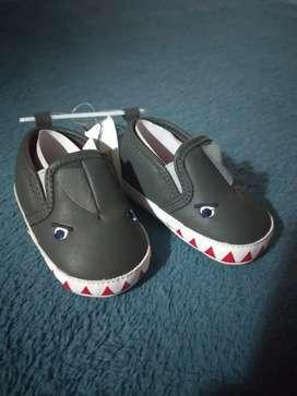 Zapatos de bebe tiburón nuevos