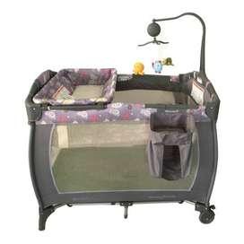 Corral, coche bastón y mesa de entretenimiento para bebés.