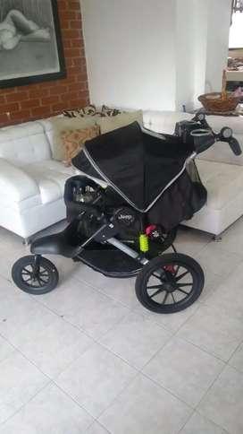 Coche marca Jeep para bebé