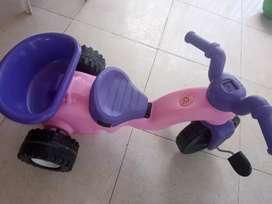 Se vende triciclo moto para niña
