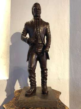 Escultura en bronce general Santander