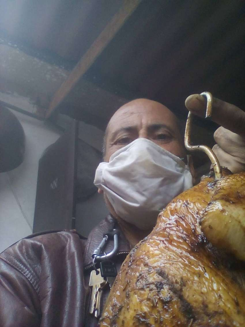 SE OFRECE:Cocinero Master ceviches; aves y carnes ahumadas. Comida internacional y criolla 0