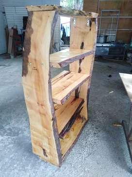 Librero rústico de madera