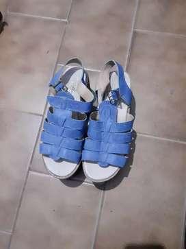 Zapatos azules de dama