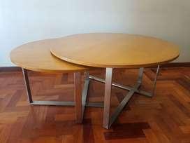 Set de 2 mesas de living con tapa de madera y patas en cruz
