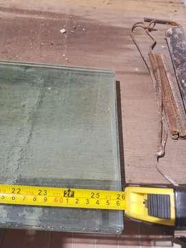 Estantes de vidrio de 10mm de espesor. 23 x 66 cm