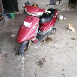 Vendo motoneta yamaja axis