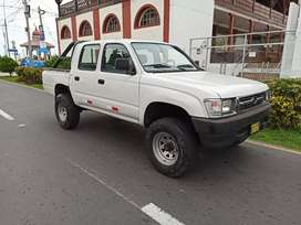 Toyota Hilux 4x4 gasolinera