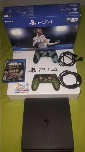 PS4 Slim 1TERA con garantía vigente en el mejor estado y poco uso