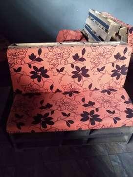 Venta de montaje para bar sillas sofa y mesasás mesas
