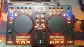 Controladora dj berhinger CMD Studio 4A