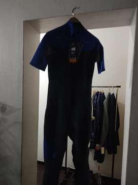 Remato el último wetsuit.