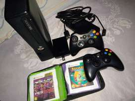 Xbox 360 Slim LT3 250GB + 2 controles + 11 Juegos + Cables