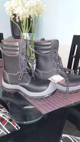 botas de dotación totalmente nuevas, talla 41 numca se han usado tienen su etiqueta aun valor 50mil en bosa la paz
