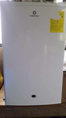Refrigerador pequeño, marca indurama