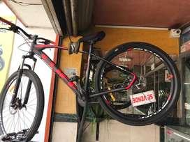 Bicicleta en aluminio ,frenos idraulicos , enchimanada ,rin 29 y la pacha de 7