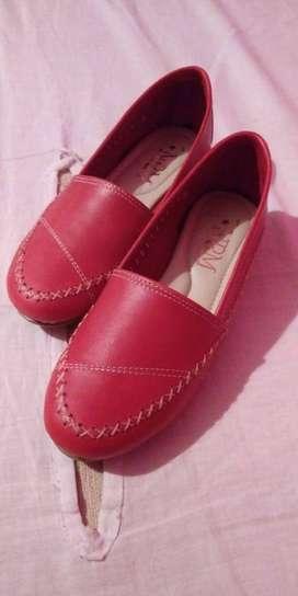 Zapatos de mujer. Cuero con base de PU.