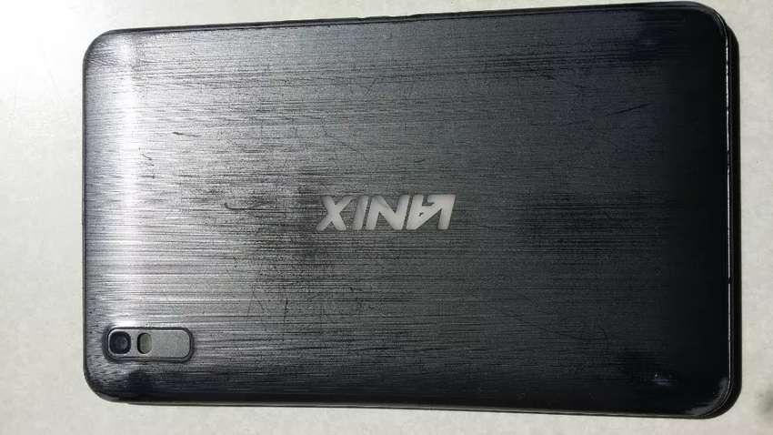 Tablet telefono lanix tactil  partido y sin pila funcional lo demas 0