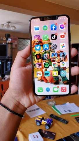 IPhone  XS Max 64G Estado 9 de 10 Versión  LL/A minimo detalle última foto