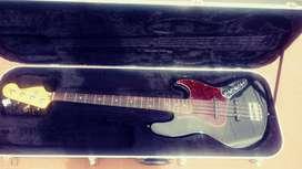 Vendo Bajo Fender Deluxe