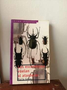 Los escarabajos vuelan al atardecer - María Gripe