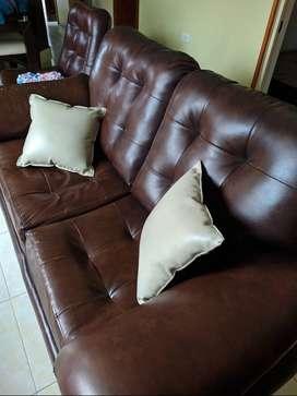 Hermosos muebles en cuerina.