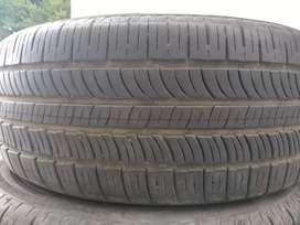 Neumáticos medio uso. Pirelli 235 60 R17.