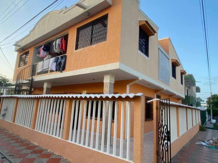 En Venta Hermosa casa de esquina. Barrio Cevillar, Venta directa.