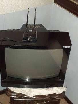 TELEVISOR 20 PULGADAS CUADRADO VIEJO.