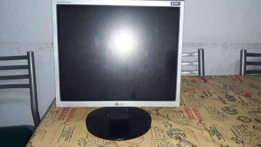 "Monitor LG FLATRON 17"" + teclado + mouse 0"