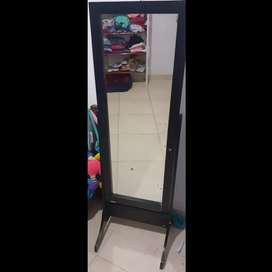 Se vende o cambia espejo color negro
