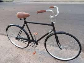 Bicicleta retro estilo inglés Giurca, rodado 28 y color negro. Excelente estado.