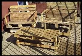 Juego de sillones de madera rústicos + mesita