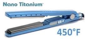 Plancha para el cabello con placas de titanium.