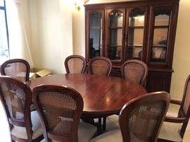 Muebles de Comedor de ocho sillas con aparador