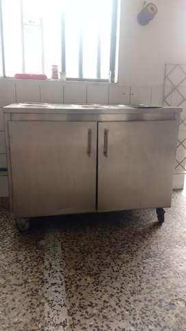 Mesones y lavaplatos en acero,olla para cocinar maiz