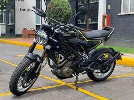 En venda moto husqvarna svartpilen 401 modelo 2020 con 1.800 kms